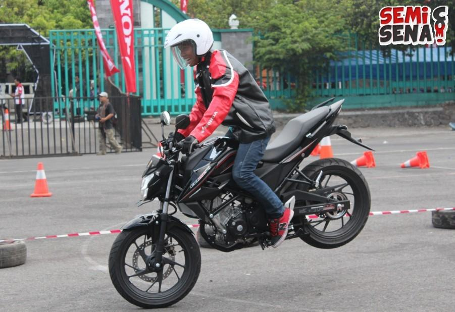 first-ride-all-new-honda-cb150r-streetfire-5