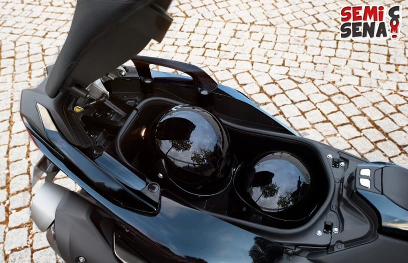 Review Yamaha TMAX SX