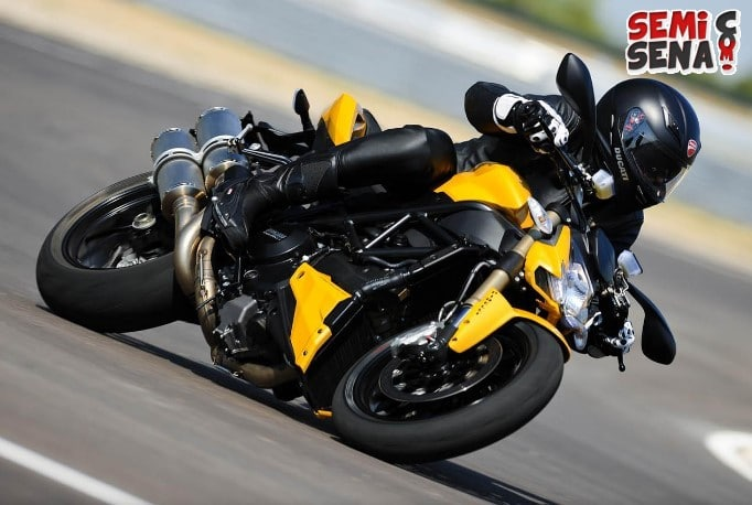 Review Ducati Streetfighter 848